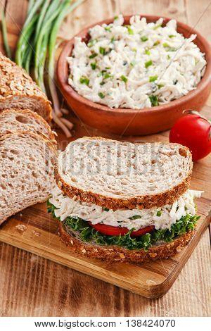 chicken salad sandwich tomato salad оn  desk
