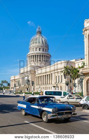 HAVANA,CUBA - JULY 14,2016 :  Street scene with an old american car next to the Capitol in Old Havana