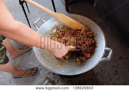 cooking of crispy fried noodle Thai food tell