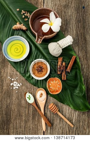 Green Leaves With Nature Spa Ingredients Turmeric,herbal Compress Ball,dried Indian Bael ,cinnamon P