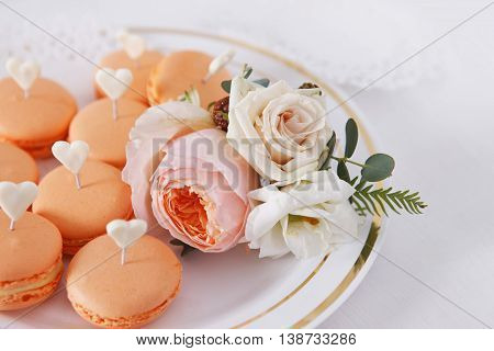 Wedding small cakes and boutonniere with roses