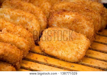 Golden Crispy Chicken Stick Is A Good Appetizer