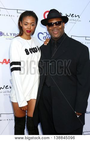 LOS ANGELES - JUL 16:  Bella Harris, Jimmy Jam Harris at the HollyRod Presents 18th Annual DesignCare at the Sugar Ray Leonard's Estate on July 16, 2016 in Pacific Palisades, CA