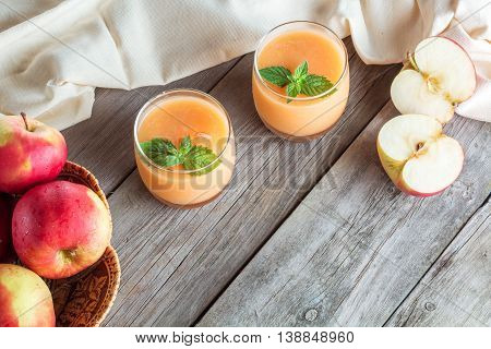 sliced apple and two glass of fruit smoothie