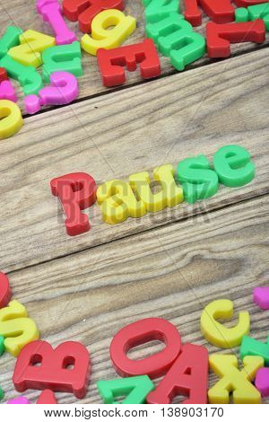 Pause word on wooden table