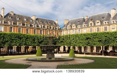 The house fronts of place des Vosges in Paris are all built to the same design of red brick with strips of stone quoins over vaulted arcades that stands on square pillars.