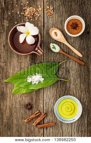 Avocados  Leaves With Nature Spa Ingredients Dried Indian Bael ,cinnamon Powder ,cinnamon Sticks ,ar