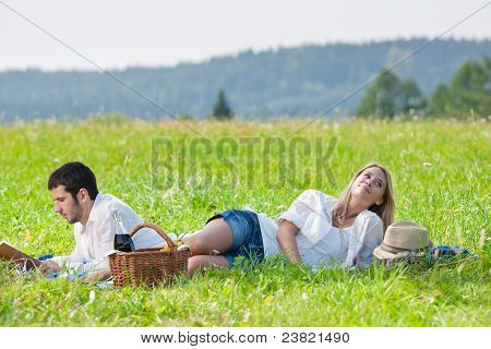 Picknick - romantisch zu zweit lesen Buch Wiesen