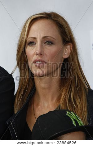 LOS ANGELES, CA - SEP 25: Kim Raver at the IRIS, A Journey Through the World of Cinema by Cirque du Soleil premiere September 25, 2011 at Kodak Theater in Los Angeles, California