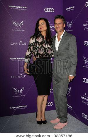 LOS ANGELES - 9 de junho: Balthazar Getty, esposa Rosetta chegando no XI anual crisálida Butterfly Ball