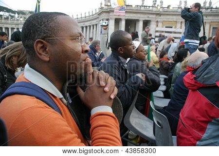 VATICAN CITY, VATICAN - APRIL 19: Unidentified Pilgrims and visitors pray on Saint Peter's Square during Pope Benedict XVI elections in Vatican city, Vatican on April 19, 2005.