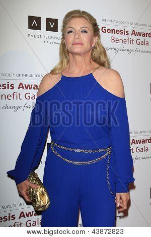 BEVERLY HILLS - 23 de MAR: Shannon Tweed en la Gala benéfica del premios de la Génesis para el 2013 en el Beverly Hilton