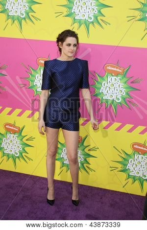 LOS ANGELES - MAR 23:  Kristen Stewart arrives at Nickelodeon's 26th Annual Kids' Choice Awards at the USC Galen Center on March 23, 2013 in Los Angeles, CA