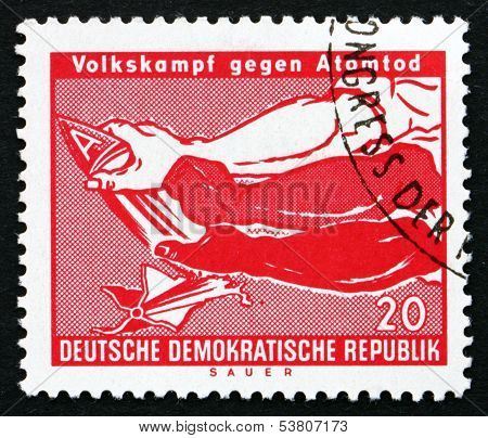 Postage Stamp Gdr 1990 Arms Breaking A-bomb