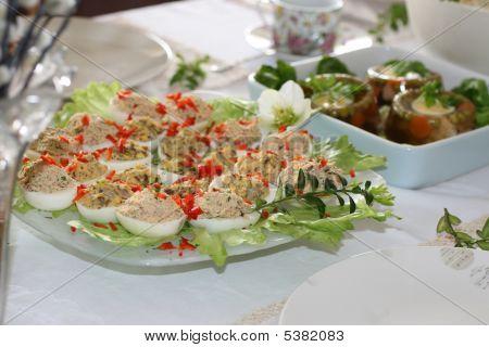 Ostereier mit Salat