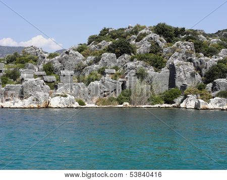 View from the sea to the necropolis of the ancient city Teimiussa .