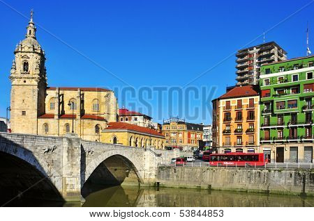 BILBAO, SPAIN - NOVEMBER 13: San Anton Bridge and San Anton Church on November 13, 2012 in Bilbao, Spain. The bridge over the Nervion Rriver is named after the patron saint of the church