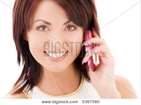 Mulher feliz com celular