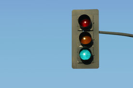 pic of traffic signal  - a traffic light gives the go signal - JPG