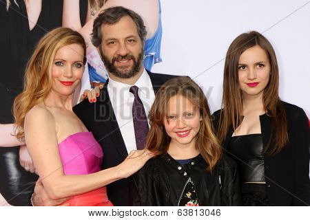 LOS ANGELES - APR 21:  Leslie Mann, Judd Apatow, Iris Apatow, Maude Apatow at the