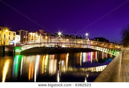 The Ha'penny Bridge - symbol of Dublin