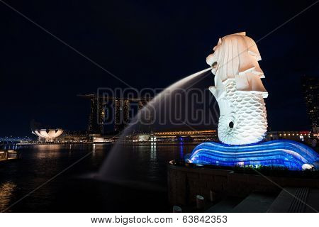 SINGAPORE - NOVEMBER 07, 2012: Fountain-statue of the Merlion and hotel Marina Bay Sands in Singapore on the dusk. They are symbols, and the most famous landmarks in Singapore.