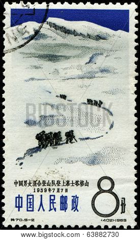 CHINA - CIRCA 1959: Stamp printed in China showing alpinists and mountains with the inscription