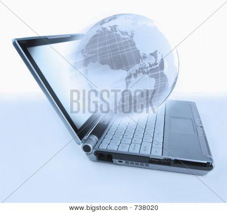 Laptop Globe