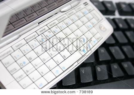 Handy-Tastatur und Computer-Tastatur