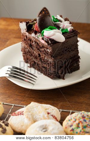 Chocolate Cake with Cookies