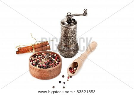 Pepper, Cinnamon And Mill