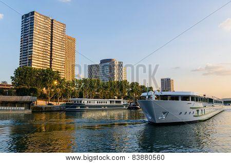 Touristic Boat Paris