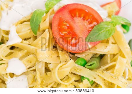 Pasta with dressing and green beans
