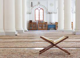 pic of muslim  - Quran  - JPG