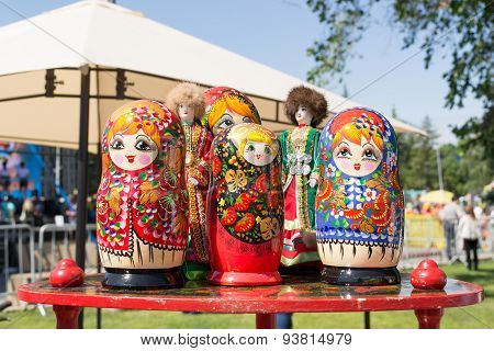 Russian Matrushka Nesting Dolls