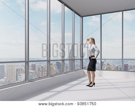 Full Length Business Lady Looks At The Financial District In New York City. Panoramic Contemporary O