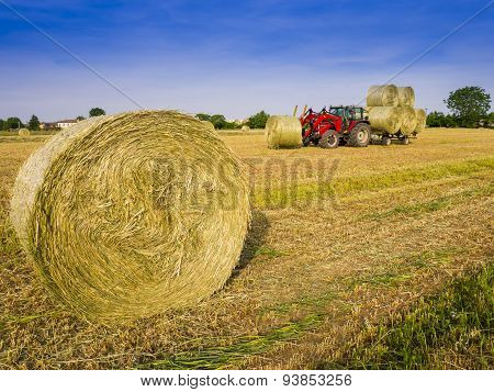 Hay harvesting machine