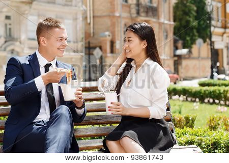 Man and woman during lunch break in park