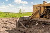 picture of earth-mover  - Close - JPG