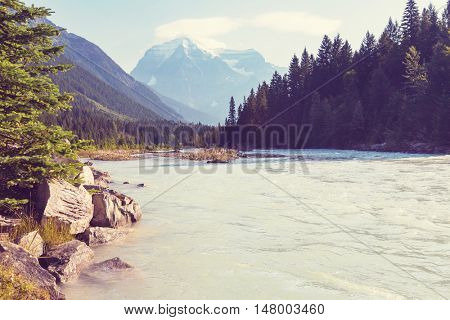 Grandiose Mount Robson - the highest peak of Canada in the morning in British Columbia