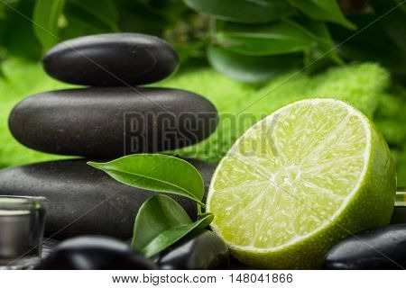 spa composition with lime and stones