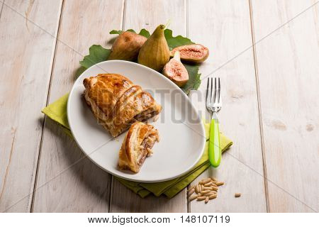 strudel with figs and pine nuts