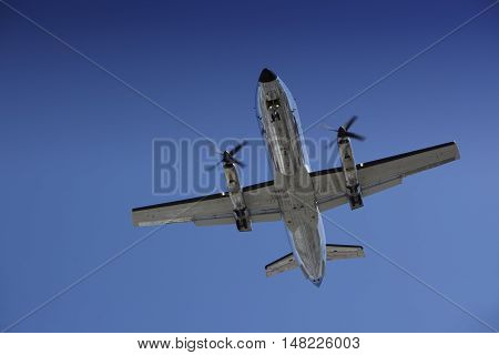 Airplane approaching for Touchdown at Los Angeles Airport