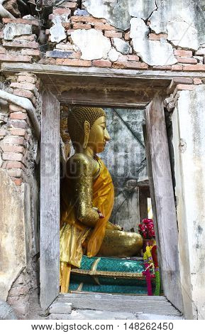 Unseen Thailand Ruins of old temple with a Bodhi tree root Sang Katea temple Sala Daeng Muang Angthong Thailand (Public property)