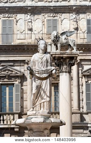 Fountain of Madonna Verona and winged lion of St Mark (San Marco) symbol of the Venetian Republic Piazza delle Erbe Verona Veneto Italy