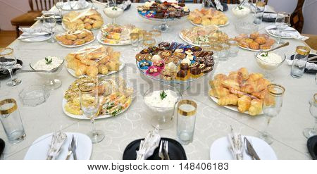 picture of a well decorated mixed food on a table