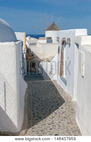 Traditional narrow street down to the sea on the island of Santorini, Greece.