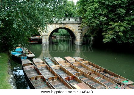 Magdalen Bridge, Oxford, Uk With Punts In Foreground