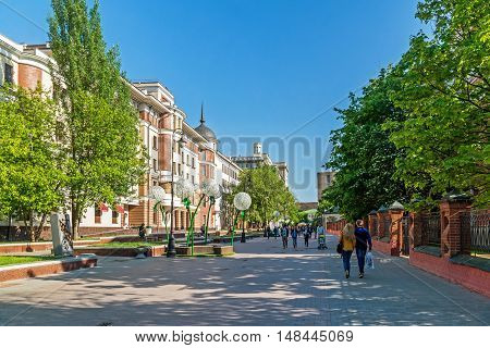 Moscow, Russia -May 14.2016. General view Lavroushinsky lane summer day