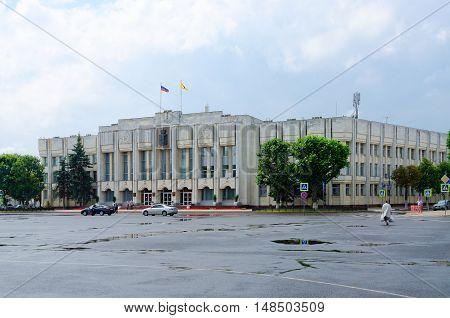 YAROSLAVL RUSSIA - JULY 21 2016: Unidentified people go on Sovetskaya Square near administrative building (former building of Regional Committee of CPSU) Yaroslavl Russia
